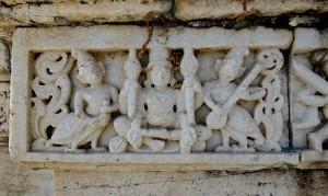 Marmorfigurerna slits av väder och vind och luftförorenngar