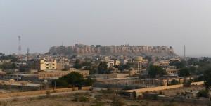 Vy över Jaisalmer Fort från nordsidan, från kullen med krematoriet