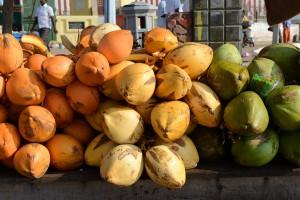 Kokosnöt, gröna och kungskokosnöt, guloranga