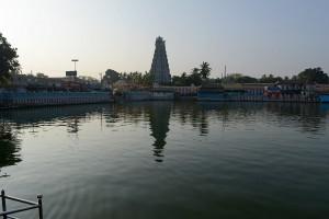 Templet från andra sidan dammen