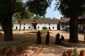 Borggården med nunnor