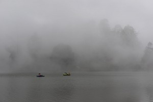 De trolska låga molnen över Kodaisjön