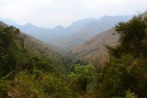 Blånande berg på väg ner igen